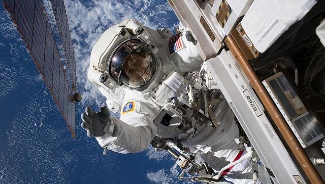 用手套操作无人机?NASA将把这一技术带上太空 | 硬科技
