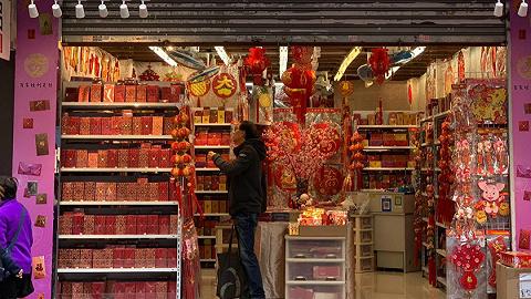 這個春節,香港銅鑼灣街邊的紅包鋪子少了許多