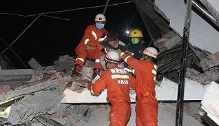 【图集】直击福建泉州酒店坍塌救援现场,已救出37人