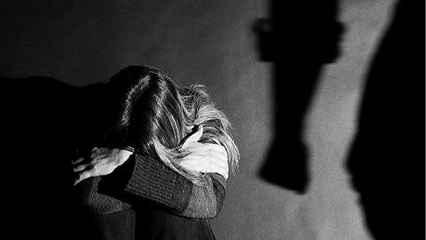 四川一女子自曝被家暴16年,丈夫:视频中殴打妻子系一时冲动