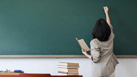 """當老師可以""""先上崗再考證""""了,但僅對畢業生有效"""
