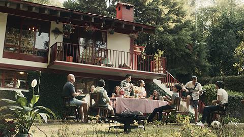 可口可乐发布疫情后第一支全球广告,是人们坐在一起好好吃饭