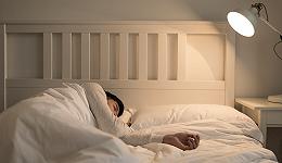 从电灯到咖啡:现代社会如何改变了人类的睡眠?