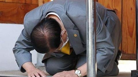 """89岁""""新天地""""会长凌晨被批捕!曾遭首尔市长施压跪地谢罪"""