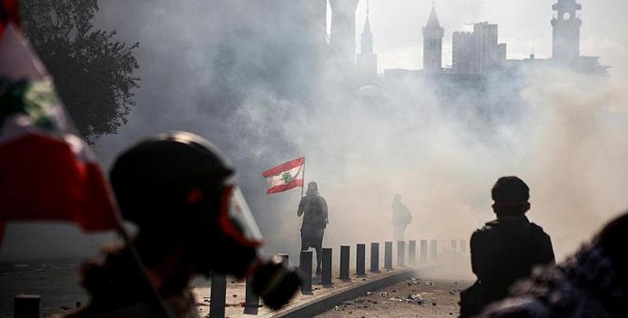 黎巴嫩首都爆发血腥示威,总理呼吁提前举行议会选举