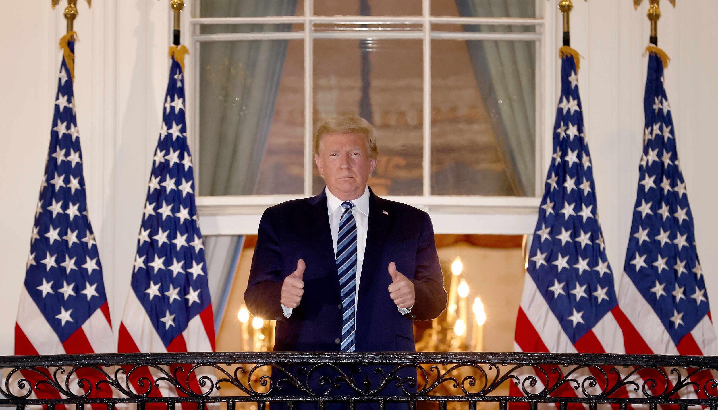 """特朗普出院回白宫立马摘口罩,福奇警告病情可能""""逆转""""插图1"""
