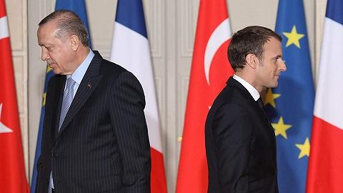 """法国教师遭斩首后续:中东抵制法国货,埃尔多安称马克龙需要""""精神治疗"""""""