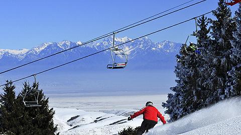 """滑雪場陸續""""開板"""",資深滑雪者今年迷上了新疆"""