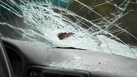 包茂高速陜西銅川段43車連撞已致3死6傷,系團霧引發