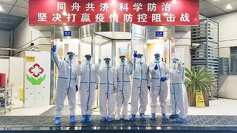 【特写】零下7度的上海入境隔离点:医生用腰带将暖宝宝绑在防护服内
