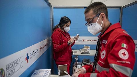 日本接种疫苗致死的将获赔270万元,马克龙呼吁欧美分5%疫苗给发展中国家 | 国际疫情观察(2月20日)