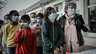 中学组织老师为学生晒被子:希望他们返校能感受到学校的温暖