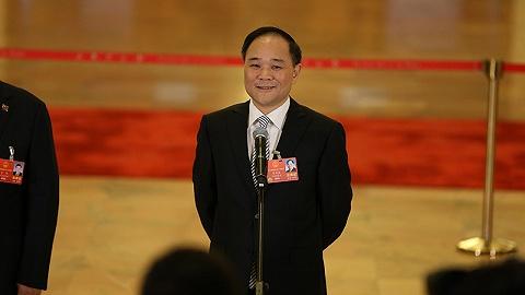 吉利控股董事长李书福:建议解决货车电动化法规障碍   两会聚焦