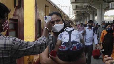 印度疫情急转直下:日增确诊超4万,疫苗供应内外承压