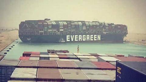 400米长货轮搁浅致苏伊士运河大堵塞,油价一度攀升