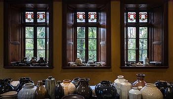 "Katharine Pooley母親節花瓶炫耀來自孩子的愛,Prada榮宅舉辦陶瓷個展""多寶閣""   一周享樂指南"