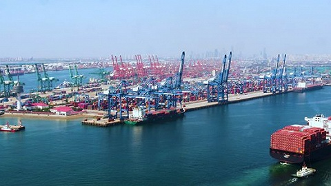 天津港开出2021年第100列中欧班列