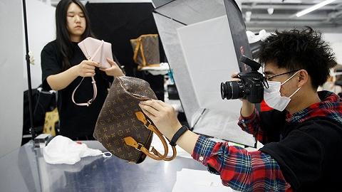 单靠直播卖出3000个LV中古包,这些二手奢侈品平台哪来的能耐?