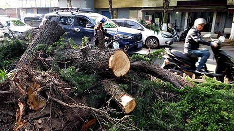 大風冰雹襲擊江蘇已致11人死亡9人失蹤,全省13688人受災