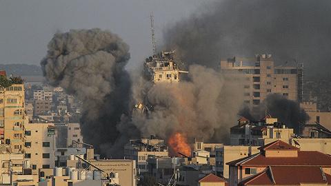 """加沙战火升级之时,以色列犹太人和阿拉伯人开始""""内战"""""""