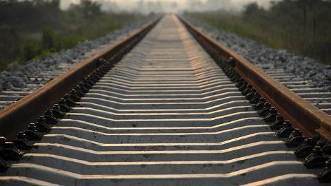兰新铁路甘肃段一列车撞上修路工人,初步核查9人遇难