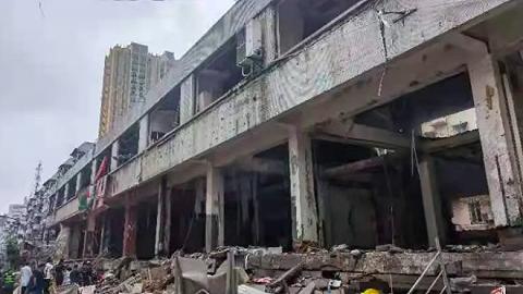 湖北十堰燃气爆炸已致12人死亡,目击者称整个菜市场被掀翻
