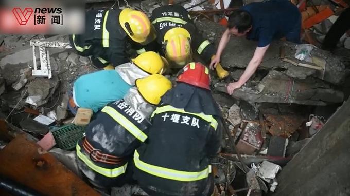 湖北十堰燃气爆炸事故已致12人死亡,正全力搜救被困人员