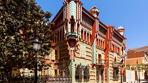"""住进传奇建筑师高迪的""""文森之家"""",Airbnb限时开放一晚"""