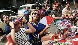 【图集】从球迷酒吧到跨国看球:疫情下,欧洲杯助推全球经济