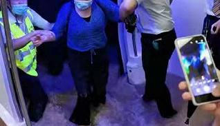【深度】复盘郑州地铁五号线救援:乘客砸窗自救,妇孺先撤离