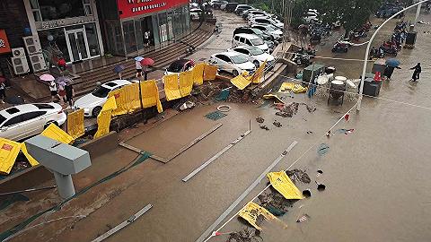 【深度】暴雨中的郑州酒店:开放大堂供附近居民避难,用消防绳从水里拉人