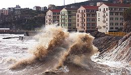 地方新闻精选 | 浙江迎战台风已关闭137个景区 郑州一酒店暴雨天涨价被罚50万