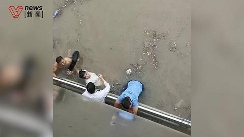 """""""没有这老弟我活不了!""""28岁小伙京广隧道口连救三人"""