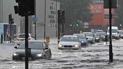 """伦敦地铁站被淹,极端天气下英国也""""不再温和"""""""