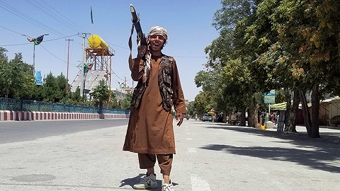 塔利班回歸阿富汗老窩,美英急忙撤出外交官