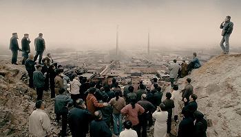"""【重返90年代之下岗潮】""""铁饭碗""""砸碎后,一代工人的沉浮与迷茫"""
