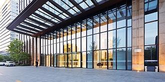 玻璃高景氣持續,龍頭旗濱集團半年盈利大增333%,股價今年以來漲近八成