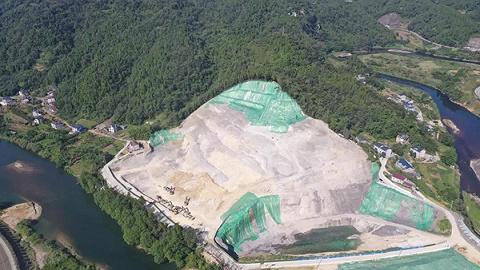 湖北长阳一企业非法挖山采石600余万吨,政府多次开会提供保障