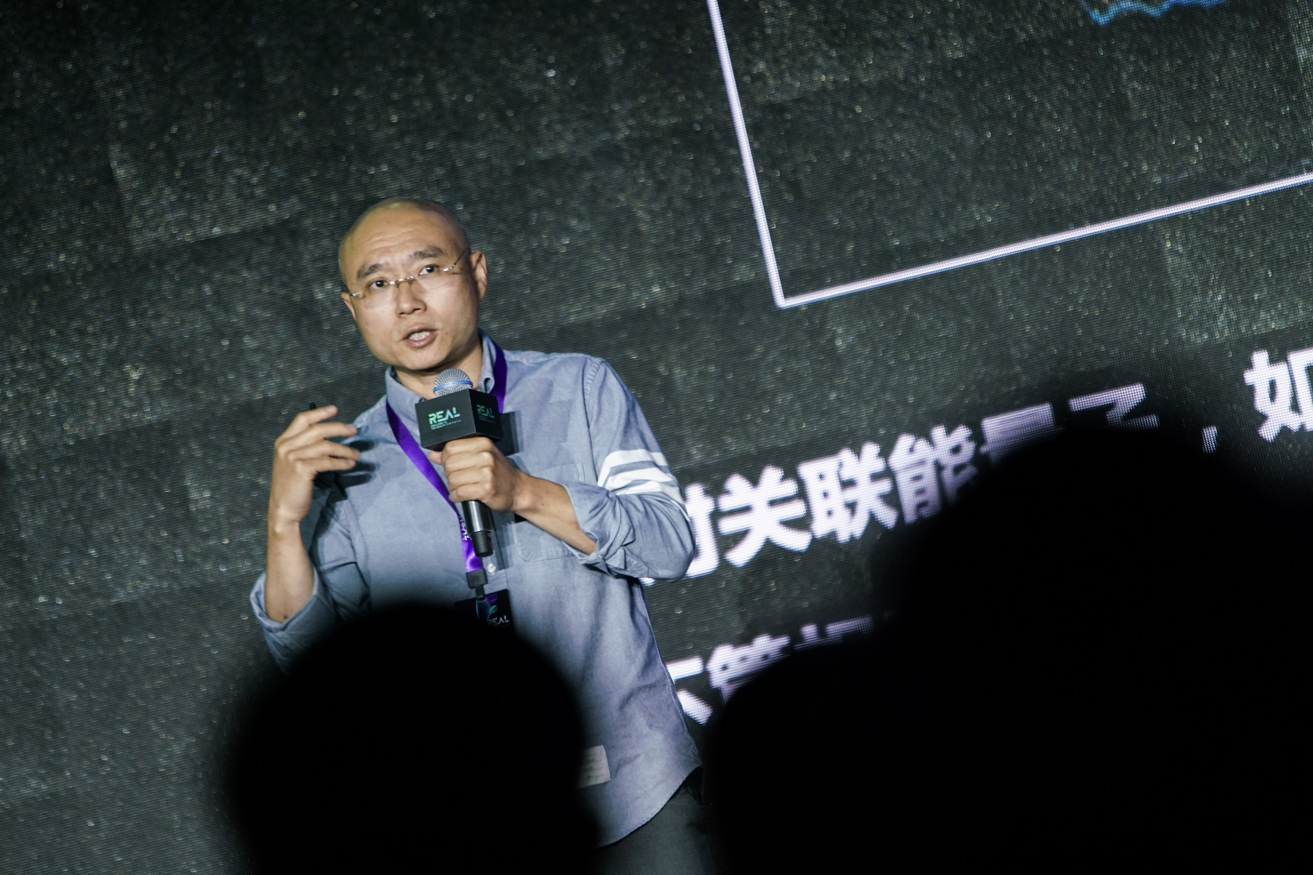 凤凰城平台华映资本章高男:量子计算不是噱头,发展速度已超摩尔定律|REAL大会