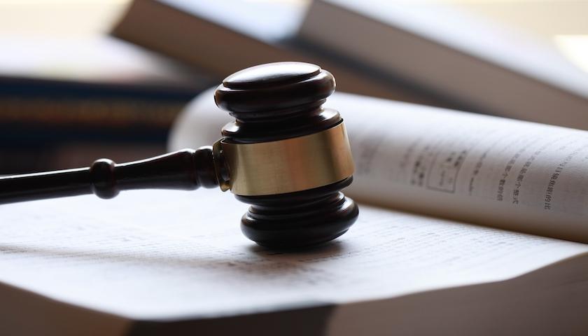 摩登平台APP利用牌照审批等受贿贪污250万余元,汇达资产原董事长陶晓峰被判有期徒刑5年  局外人