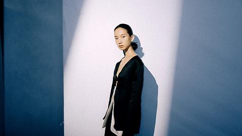 在光影轮转间,思考独处丨上海时装周