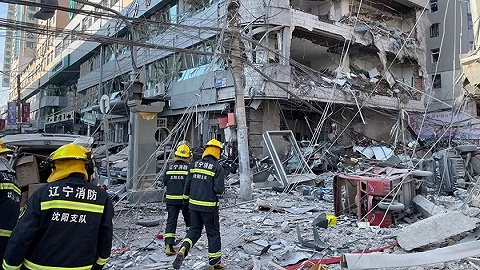 沈阳一饭店爆炸已致3人死亡30余人受伤,目击者:附近居民楼玻璃都被震碎