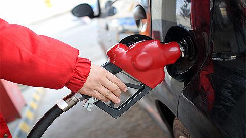 """成品油价""""四连涨""""落地,加满一箱油比8月底多花34元"""