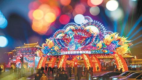 西安大唐芙蓉园世界最大立式灯笼孔雀迎宾灯获吉尼斯认证
