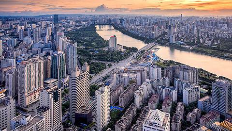 十家房企同场PK 溢价25.71% 绿地集团16.35亿元斩获五象南186亩商住地块