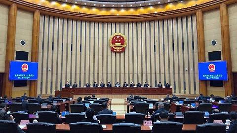 吴存荣、屈谦同志辞去重庆市副市长职务